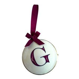 Stunning 'G' traditional Christmas ornament